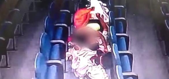 Casal tem relações sexuais dentro de câmara de vereadores