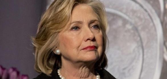 FBI volta a investigar os e-mails de Hillary Clinton