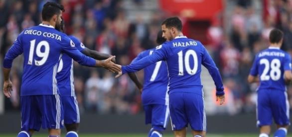 Hazard abriu o placar para os Blues aos 6 minutos.