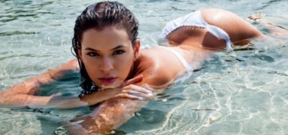 Bruna Marquezine aparece nua em vídeo