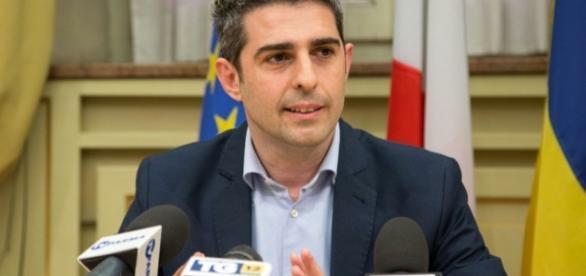 Caso Pizzarotti: il sindaco di Parma lascia i pentastellati