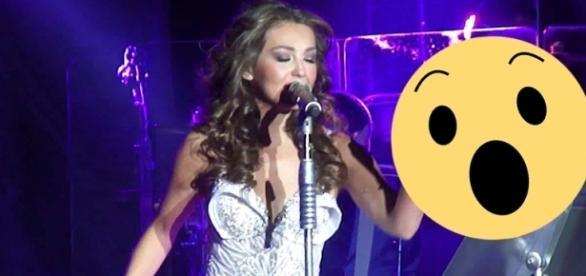 Fã rasga vestido da cantora Thalia