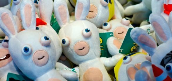 Peluches 'Lapins Crétins' - via Flickr Frédéric BISSON CC BY