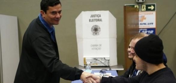 Sérgio Moro votou na cidade de Curitiba