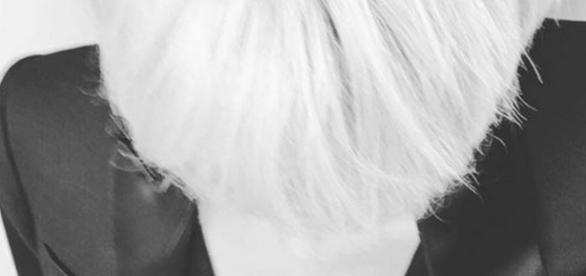 Shy'm blonde à la coupe garçonne