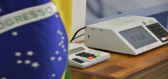 Cerca de 33 milhões de brasileiros escolherão seus prefeitos neste domingo, dia 30