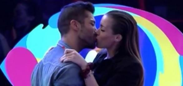 El beso tan esperado entre Meritxell y Alain ha llegado