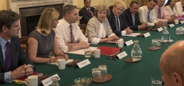 Majoritatea britanicilor vor ca guvernul Regatului Unit să îi asigure pe imigranții din UE că pot rămâne după Brexit