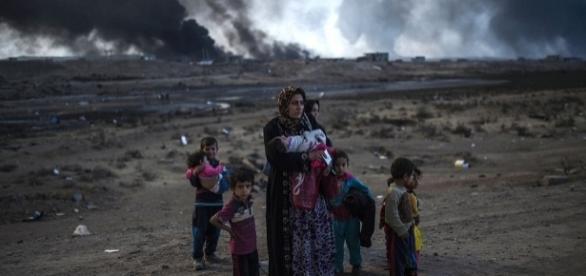 Mii de refugiați fug din Mosul în timp ce militanții ISIS a ucis 250 de civili care au refuzat să fie scuturi umane - Foto: AFP/Getty Images