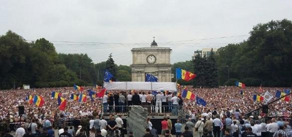 Opposizione in piazza in Moldavia chiede elezioni anticipate - sputniknews.com