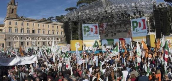 Piazza del Popolo il 29 ottobre durante la manifestazione PD (foto: Reggiosera.it)