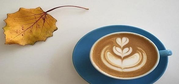 Pienso que si hubiera sido mujer, usaría café como perfume. John Van Druten