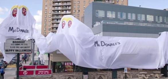 Burger King restaurant dresses up as a McDonald's for Halloween - Photo: Blasting News Library - wgntv.com