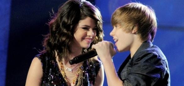 Família da cantora acha que Bieber é culpado pela doença dela