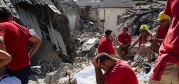 Forte terremoto atinge a Itália e deixa mortos - BOL Fotos - BOL Fotos - com.br