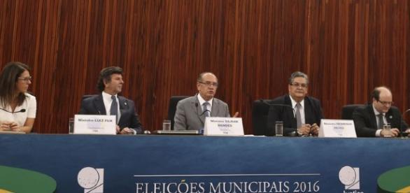 Ministro Gilmar Mendes em coletiva de imprensa sobre as eleições municipais (Foto: Agência Brasil)