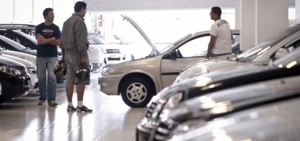 No mês passado, os licenciamentos de carros de passeio e comerciais leves caíram 16,4%, em relação a outubro de 2015