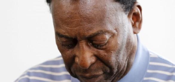 Pelé não consegue mais andar, diz site