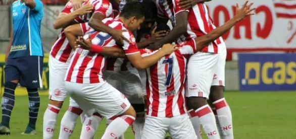 Vitória sobre o líder Atlético-GO, deu moral para o Náutico lutar pelo acesso