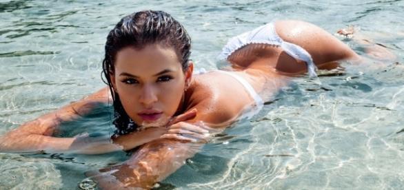 Atriz fez topless em capa de revista