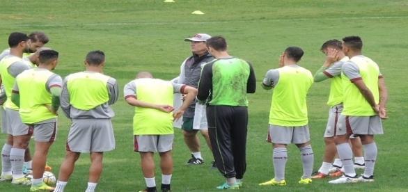 Orientados por Levir, jogadores encerram preparação para encarar o Santos (Foto: Hector Werlang/Globoesporte)