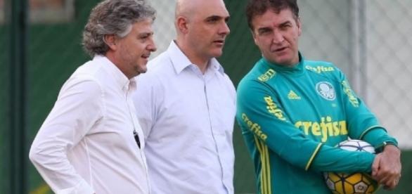 Paulo Nobre, Maurício e Cuca no treino