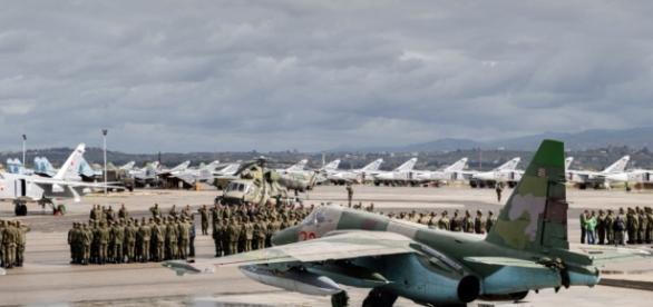 Rosjanie zapobiegną siłą próbom zestrzelenia ich samolotów nad Syrią; poleje się krew amerykańskich wojskowych - tvn24.pl