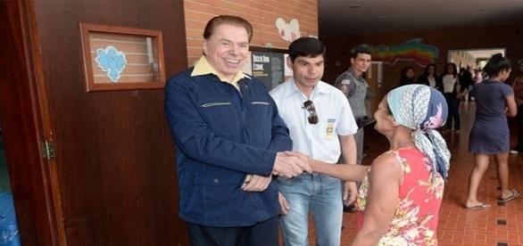 Silvio não fura fila em seção de votação.