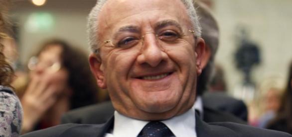 Vincenzo De Luca si scaglia contro il Movimento 5 Stelle e il Pd.