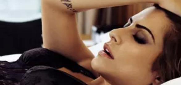 Cleo Pires tira foto sensual e protagoniza polêmica