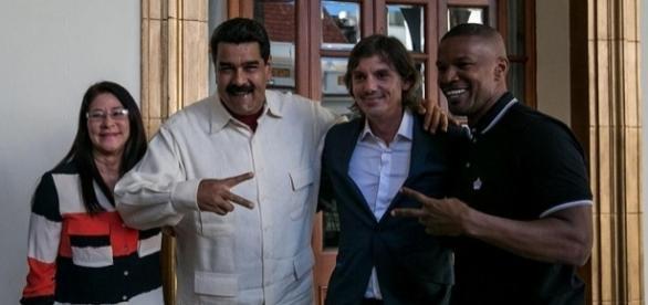 De izquierda a derecha: Cilia Flores (Primera Dama), Nicolás Maduro, Lukas Haas y Jamie Foxx