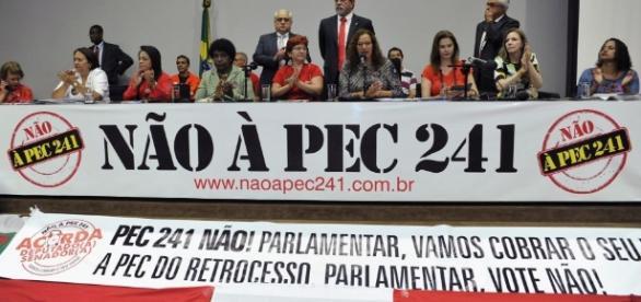 Deputados e senadores da oposição consideram que medida é retrocesso. (Foto: Alex Ferreira/Câmara dos Deputados)