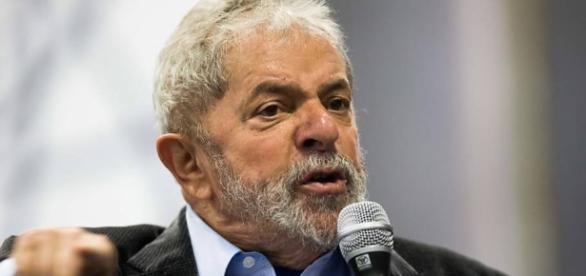Ex-presidente Lula é indiciado em inquérito que investiga contratos feitos em Angola, através de seu sobrinho.