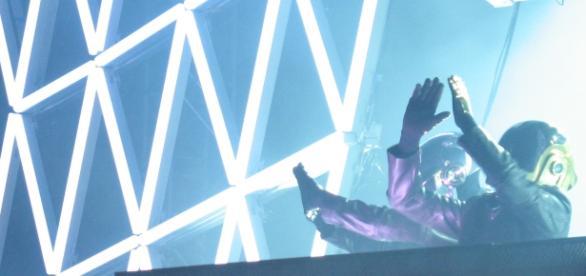 Les Daft Punk lors d'un concert à Berkeley en Californie en 2007