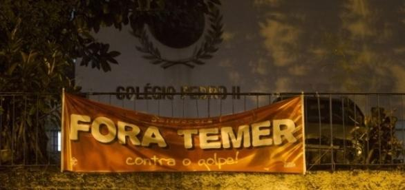 MP quer a retirada dos cartazes (Foto: Márcio Mercante/Agência O Dia)