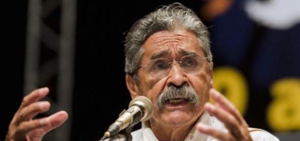Olívio Dutra criticou o próprio partido