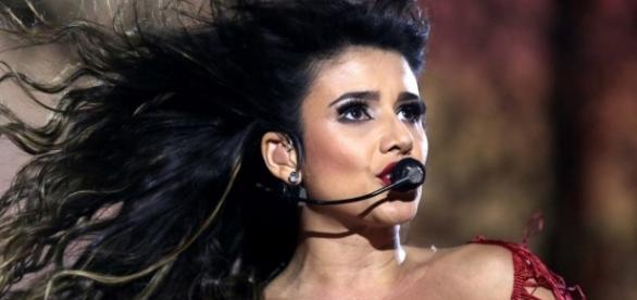 Paula Fernandes 'explodiu' no cenário musical, após cantar uma música com o 'Rei' Roberto Carlos em um especial de final de ano.