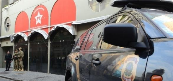 PF realizou busca e apreensão na sede do PT (Foto: Agência Brasil/Rovena Rosa)