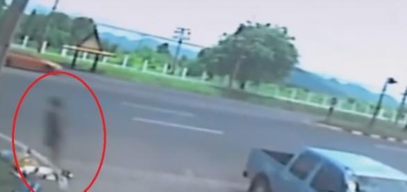 Vídeo mostra 'alma saindo do corpo' de uma mulher após um acidente