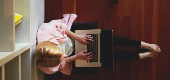 Como ter renda extra trabalhando em casa com ajuda da internet - com.br