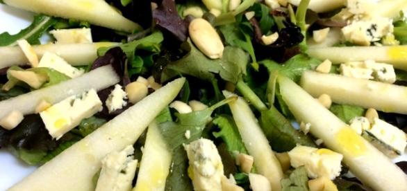 Ensalada de pera, almendras y queso azul – Justfoodlovers - wordpress.com