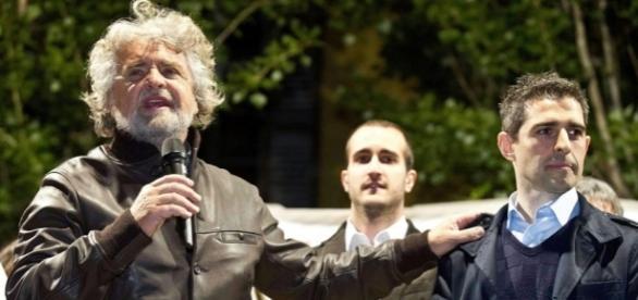 Il capo del M5S Beppe Grillo con il sindaco di Parma, Federico Pizzarotti