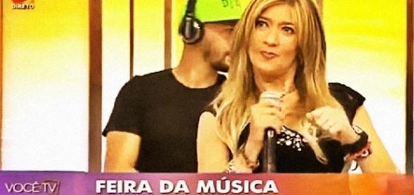 """Maria Leal cantou no programa """"Você na TV"""""""