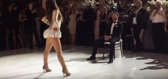 Melissa arrasando em uma dança sensual para seu maridão.