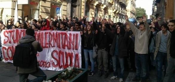 Palermo, centinaia di studenti in piazza contro ''La Buona Scuola ... - palermomania.it