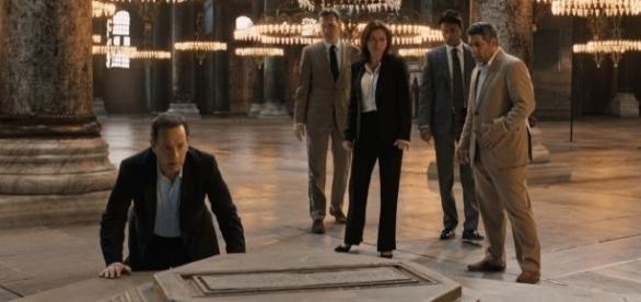 Tom Hanks volta a interpretar o criptologista Robert Langdon, que adora precisa desvendar os mistérios do livro A Divina Comédia.