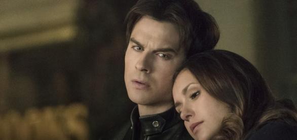 """Os personagens Damon e Elena de """"Vampire Diaries"""" / Imagem: Reprodução"""