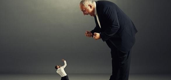 Toxicidade dos chefes contamina ambiente de trabalho e desmotiva equipa.