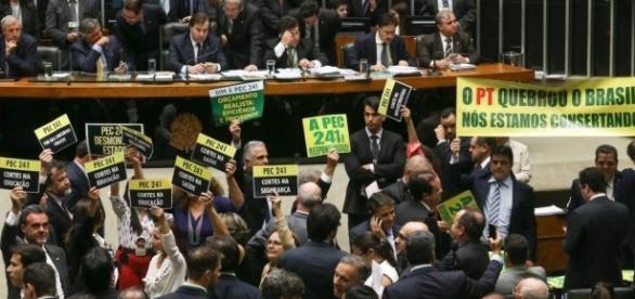 PEC 241 foi aprovada em primeiro turno na Câmara dos Deputados
