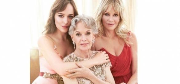 As atrizes Dakota Johson, Tippi Hedren e Melanie Griffith. Imagem: Vanity Fair